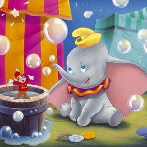 Little Mouse And Elephant Play Happily